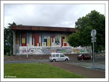 Immeuble tagué Luze1